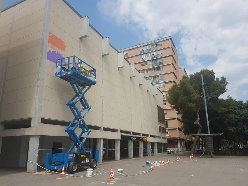 Mural de arte urbano Cines Besòs realizado por Camil Escruela