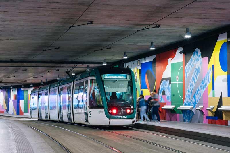 Intervención-artística-de-Mur0ne-en-la-estación-de-TRAM-Cornellà-Centre_-Producción-de-Rebobinart_-Image-by-Laura-Abad–2-(1)