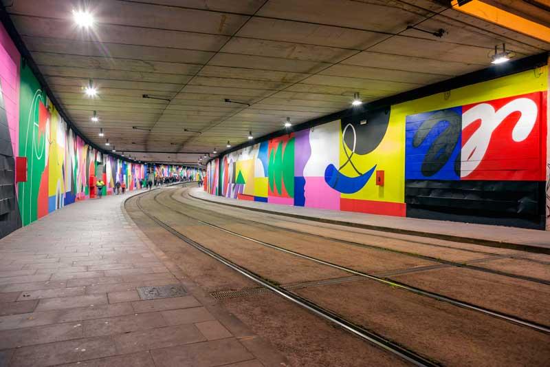 Intervención-artística-de-Mur0ne-en-la-estación-de-TRAM-Cornellà-Centre_-Producción-de-Rebobinart_-Image-by-Lluís-Miras-(22)