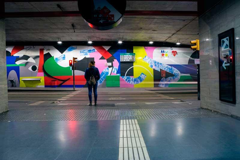 Intervención-artística-de-Mur0ne-en-la-estación-de-TRAM-Cornellà-Centre_-Producción-de-Rebobinart_-Image-by-Lluís-Miras-(27)