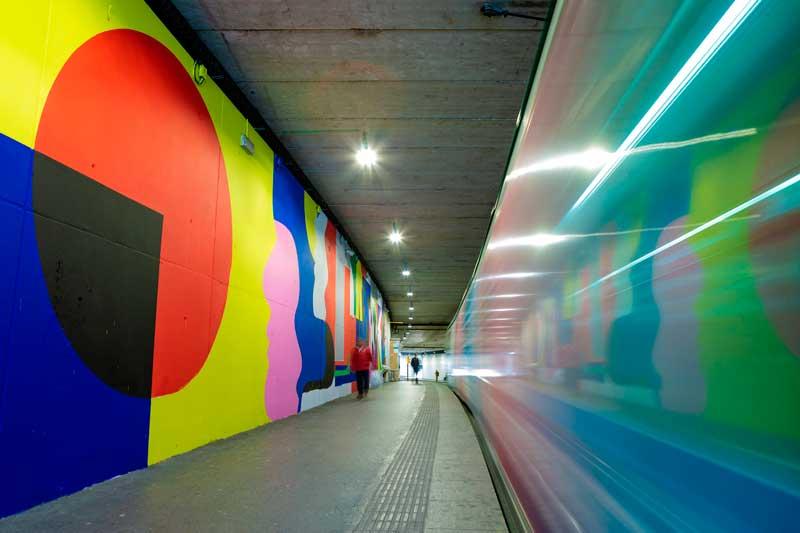 Intervención-artística-de-Mur0ne-en-la-estación-de-TRAM-Cornellà-Centre_-Producción-de-Rebobinart_-Image-by-Lluís-Miras-(5)