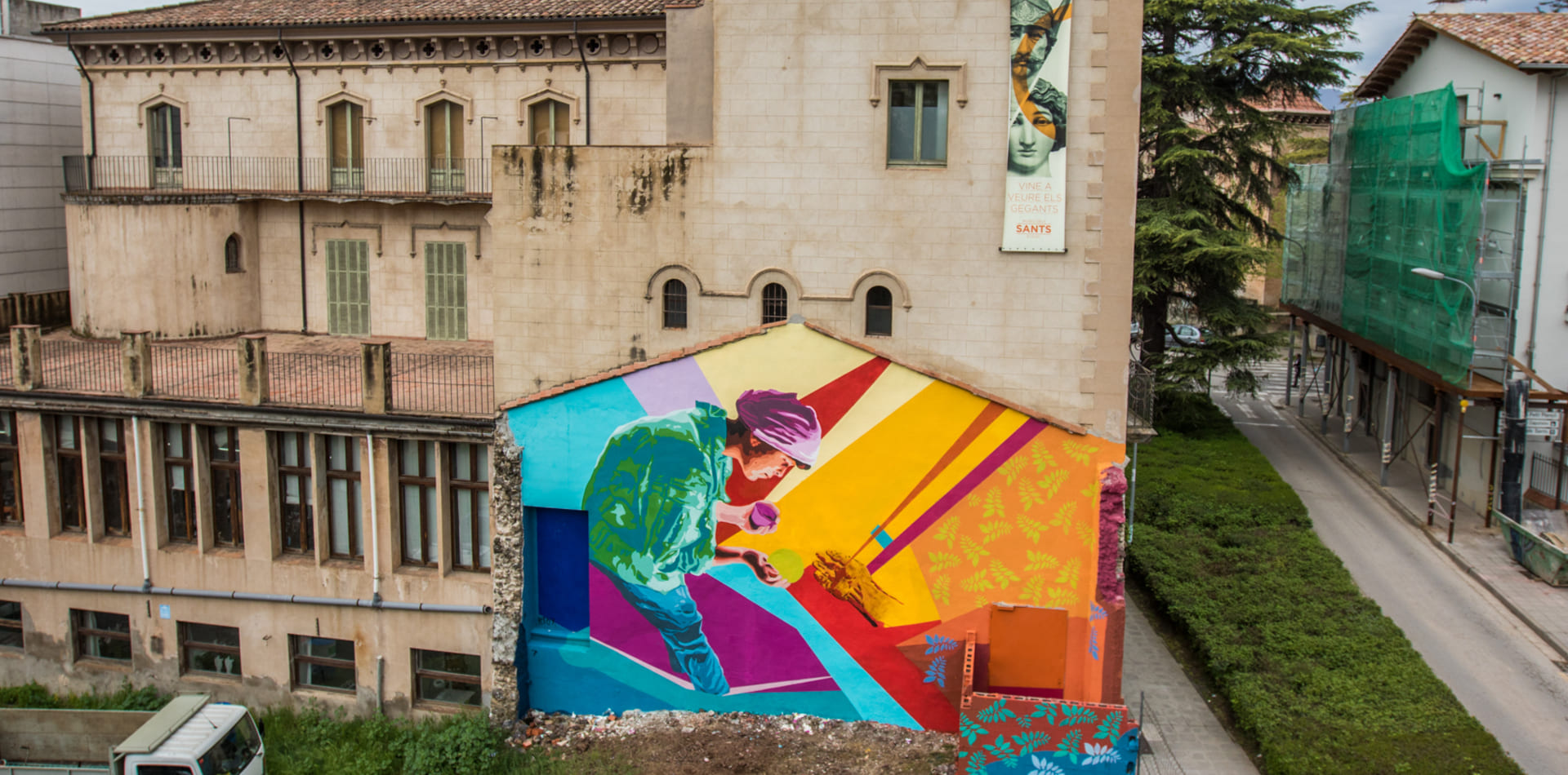 Womart mural by the artist Btoy, Olot, 2018
