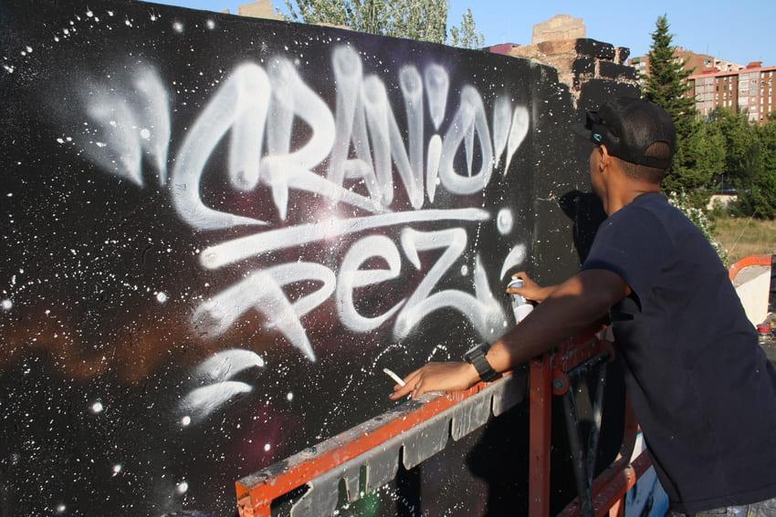 cranio y pez mural graffiti barcelona (3)