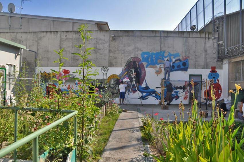 quatre camins graffiti persianes lliures art urba (1)