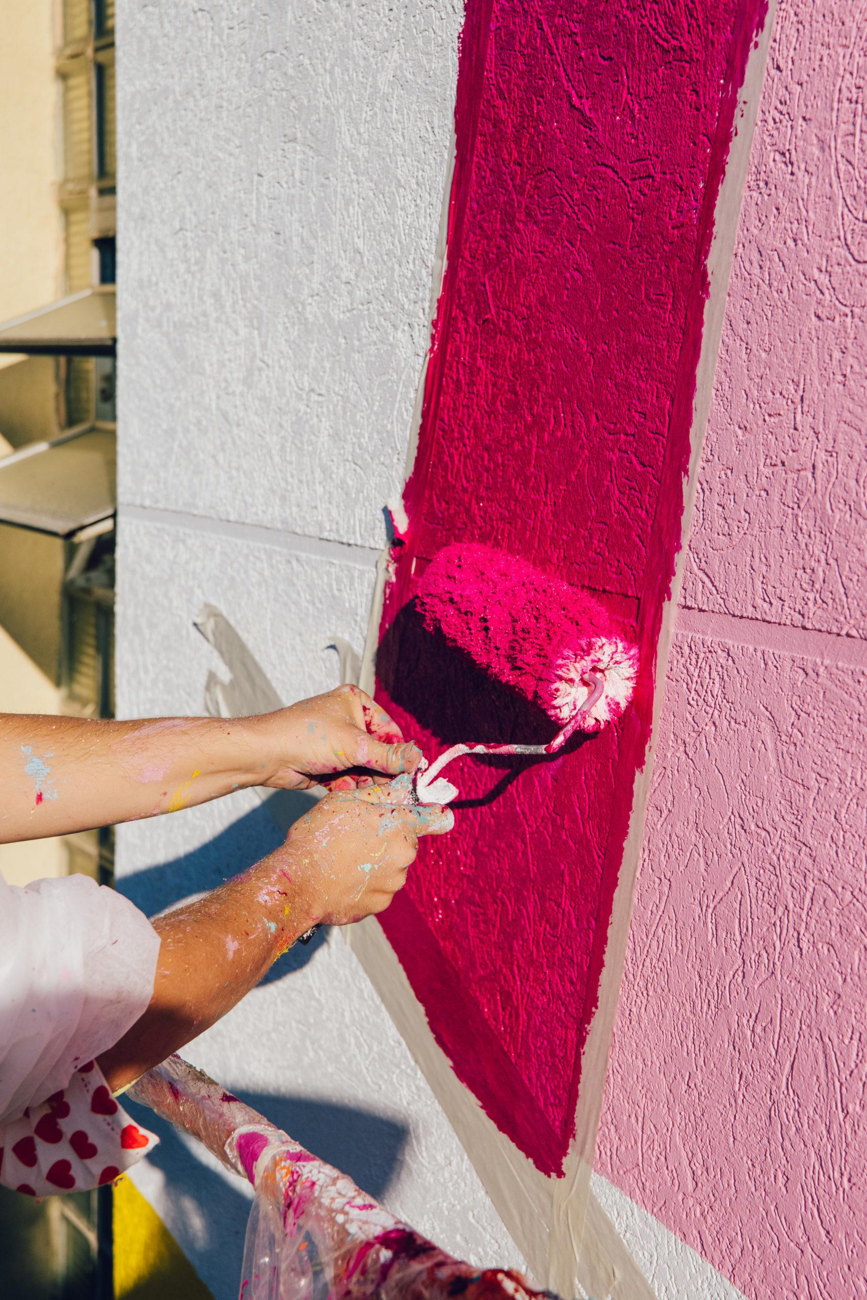 Kenor detalle de rodillo en un mural